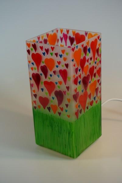 Tischlampe aus bemaltem Glas mit Motiv Herzen