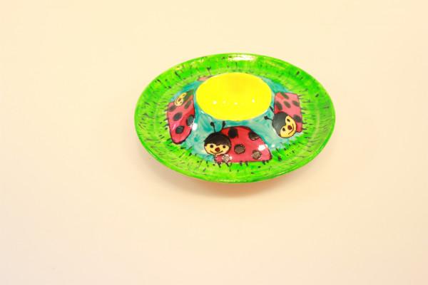 Eierbecher mit großen Marienkäfern bemalt, rund