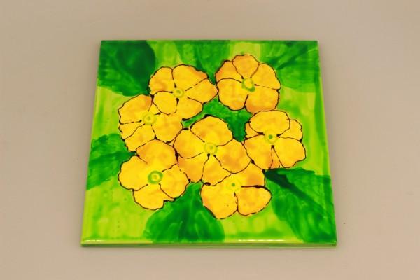 Untersetzer aus bemalter Keramik: gelbe Primeln